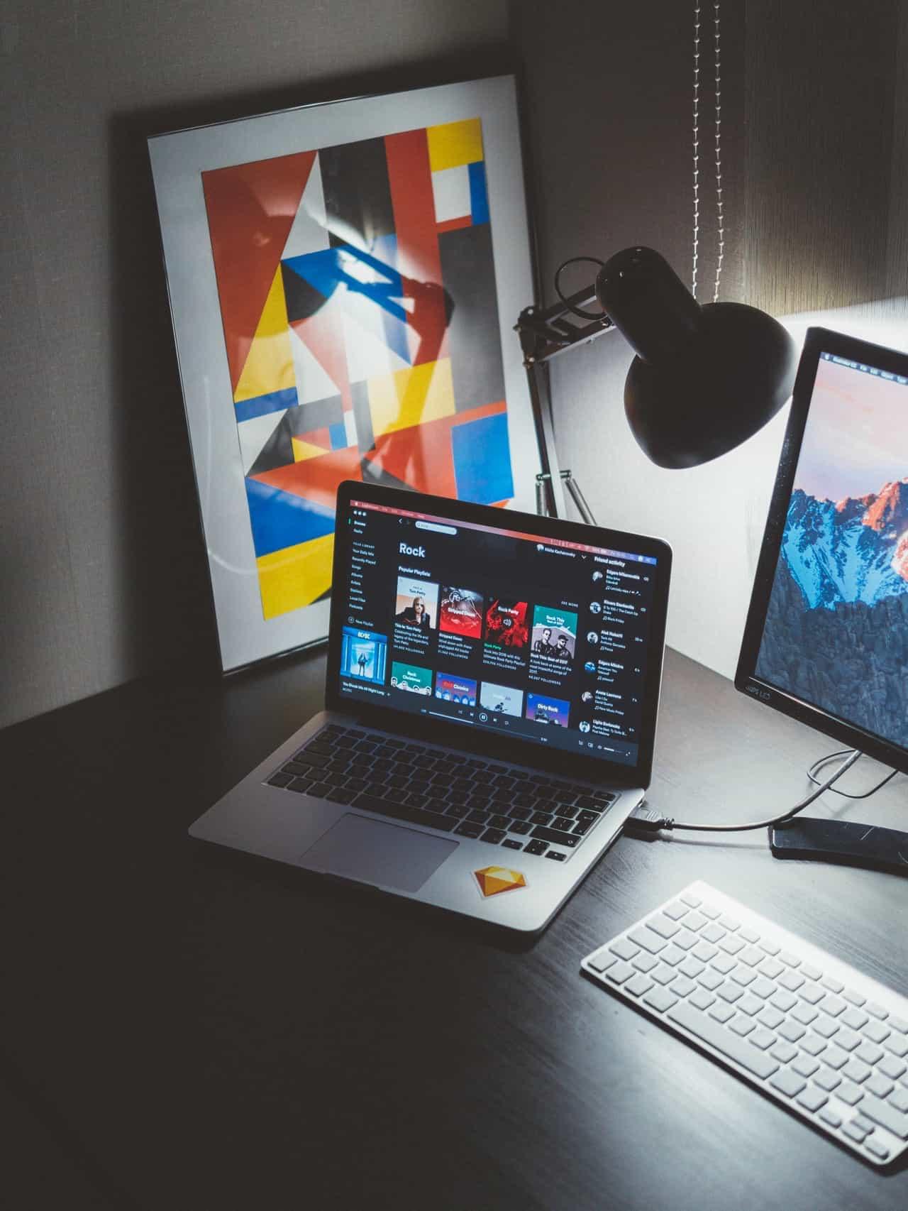 Spotify låter sina anställda jobba hemma fram till årsskiftet