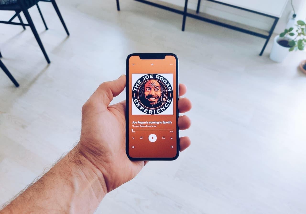 Varför Spotify köpte Joe Rogans podcast