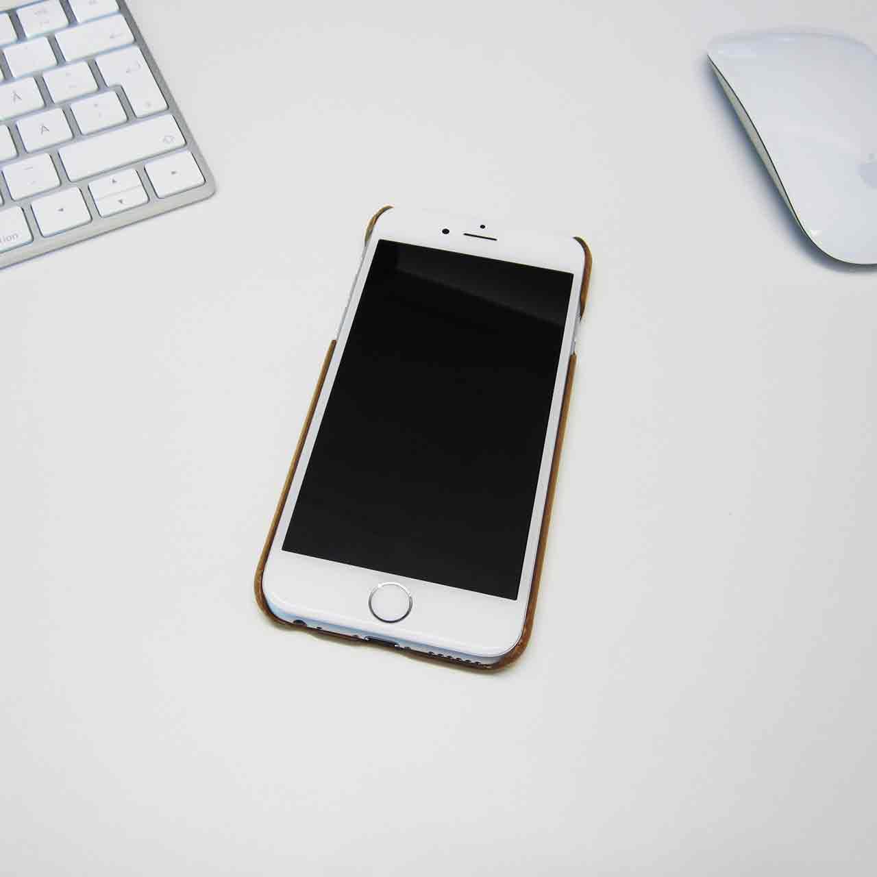 Skal till iPhone 6S gjord av trä